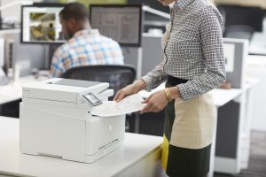 Woman using a HP Laserjet Pro MFP M277n.